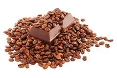 Granos de café y chocolate oscuro Foto de archivo