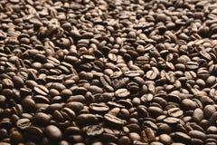 Granos de caf? Granos de caf? asados Concepto del fondo del caf? fotos de archivo
