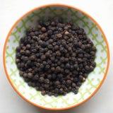 Granos de pimienta negros Foto de archivo