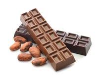 Granos del chocolate y de cacao fotos de archivo libres de regalías