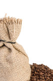 Granos del saco y de café del yute imagenes de archivo