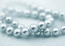 Granos elegantes de la perla de la joyería Foto de archivo libre de regalías