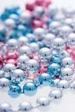 Granos metálicos coloridos fotos de archivo