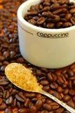 Granos y azúcar de café Foto de archivo libre de regalías