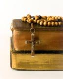 Granos y breviario del rosario Fotografía de archivo