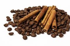 Granos y canela de café Fotografía de archivo