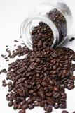 Granos y tarro de café Foto de archivo