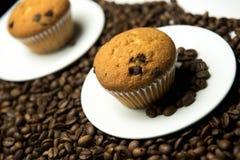 Granos y torta de café Foto de archivo libre de regalías