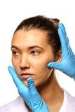 Granskning för plastikkirurgi. Arkivbild