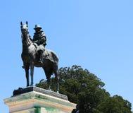 Grant Memorial met Blauwe Hemel en Wolken op Linkerzijde Stock Afbeelding