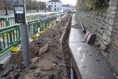 Grantham, Англия 15-ое ноября 2018 Работы на улице дороги Лондона около светофора стоковое фото