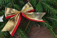 Granträd med julleksaker arkivfoton