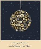 Grantreebauble från guld- snowflakes Arkivbild