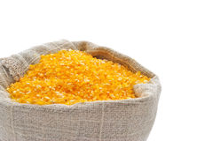 Granulations de maïs dans un sac Image stock