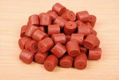 Granules de flétan perforés par rouge Photographie stock libre de droits
