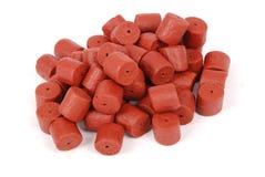 Granules de flétan perforés par rouge Photographie stock