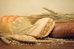 Granuli del frumento e del pane Fotografie Stock Libere da Diritti