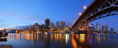 Granville桥梁和街市温哥华 免版税库存图片