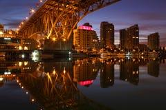 Granville Brücke, Yaletown, Vancouver-Dämmerung Lizenzfreie Stockfotografie
