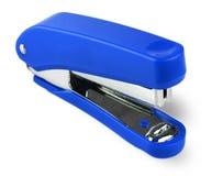 Grapadora azul aislada en el fondo blanco Fotos de archivo libres de regalías