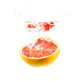 Grapefruit die in water valt royalty-vrije stock fotografie