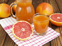 Grapefruit juice in glas Stock Foto