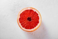 Grapefruit op een witte achtergrond royalty-vrije stock fotografie