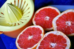 Grapefruit and squeezer Royalty Free Stock Photos