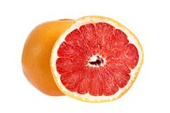 Grapefruitcitrusvruchten met halve die grapefruit op witte achtergrond wordt geïsoleerd Gehele grapefruit en half gewas Stock Foto's