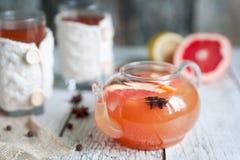 Grapefruitowa gorąca herbata z pikantność zdjęcie royalty free
