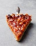 Grapefruitowy cytryny tarta, pomarańczowy, rozdrobni na popielatej kamiennej tło kopii przestrzeni Odgórnym widoku Zdjęcie Royalty Free