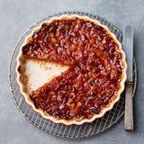Grapefruitowy cytryny tarta, pomarańczowy, rozdrobni w wsparcia naczyniu na popielatego kamiennego tła Odgórnym widoku Zdjęcia Stock