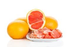 Grapefruitowy odosobniony na białych tło owoc zdrowym jedzeniu Fotografia Stock