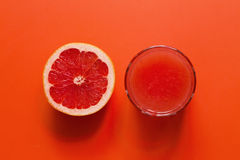 Grapefruitplak en sap Royalty-vrije Stock Afbeeldingen