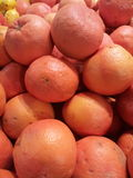 Grapefruits in supermarket Royalty Free Stock Photos