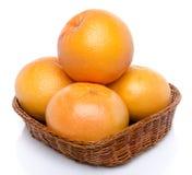 Grapefruits w koszu zdjęcie stock