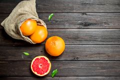 Grapefruits w worku fotografia royalty free