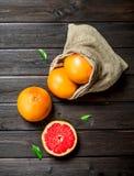 Grapefruits w worku zdjęcie royalty free
