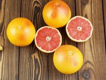 Grapefruitsaft im Glas Stockbild