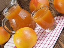 Grapefruitsaft im Glas Lizenzfreies Stockfoto