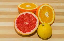 Grapefrukt, citron och apelsin arkivbild