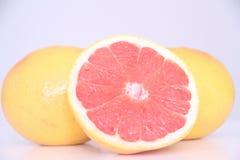 Grapefrukt isolerad för vitaminfrukt för vit bakgrund healthful läcker Sao Paulo Brazil för mat arkivbild