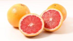 grapefrukt isolerad white fotografering för bildbyråer