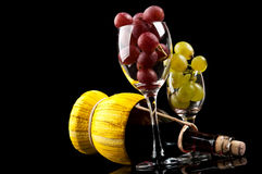 Grapes and a bottle of wine Royalty Free Stock Photos