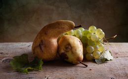 Grapes and Pears Royalty Free Stock Photos