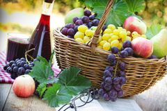 Grapes and red wine on table Royalty Free Stock Photos
