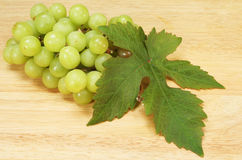 Grapes and vine leaf Royalty Free Stock Photos