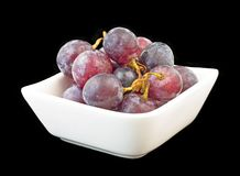 Grapes in white bowl isolated on black Royalty Free Stock Photos