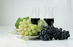 Grapes wine glasses Royalty Free Stock Images