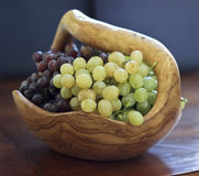 Grapes in a wooden bowl Royalty Free Stock Photography